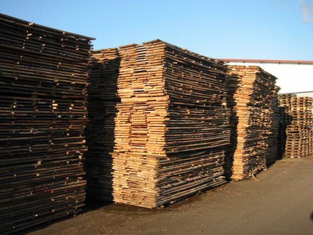 Stacked timber air drying 2